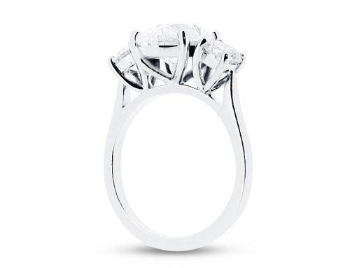 椭圆形和圆形三块石头订婚戒指 -  er 1567