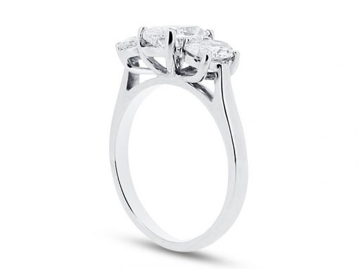 椭圆形三石订婚戒指er 1976