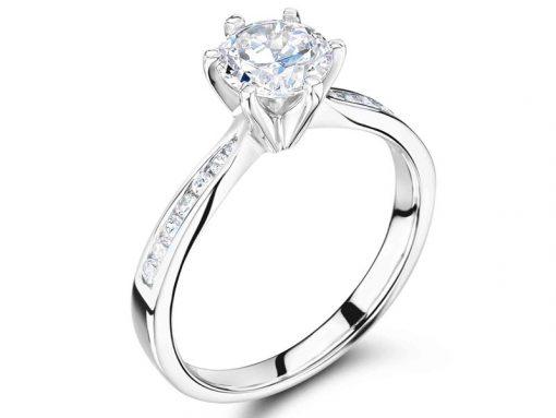 钻石订婚戒指六爪圆纸,带通道套管