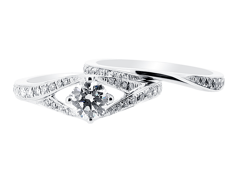 Split Shoulder Solitaire with Matching Wedding Ring - ER 1392voltairediamonds.ie ☎ (01) 677-8449 Book An Appointment Now