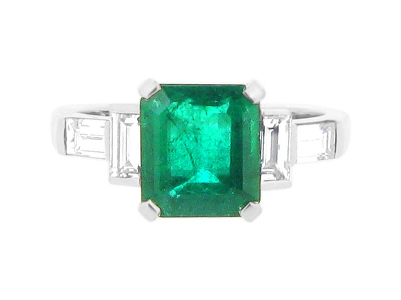 Green Emerald Gemstone With Diamond Baguettes Er