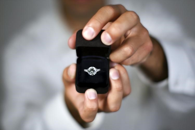 Five things nobody tells you about buying engagement ring.